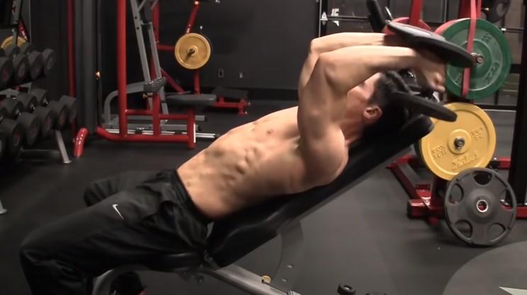 contraccion-del-triceps-ejercicio-con-mancuerna